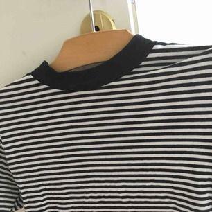 Kortärmad tröja från Monki i storlek S.   Köpare betalar frakt. Jag tar swish. 😊
