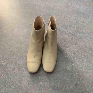 Helt oanvända boots från Zara. Finns att hämta i spånga alternativt står köparen för frakt.