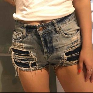 Snygga jeansshorts med slitningar, från Gina Tricot 💋