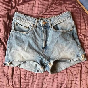 Shorts i storlek S, köpta förra sommaren använda en gång, nyskick. Köparen står för frakt🌟🌸