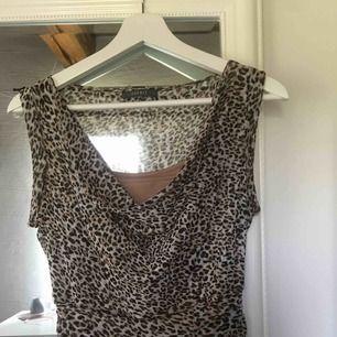 Leopardklänning från Esprit. Pris: 220kr + 64kr frakt💗💗💗