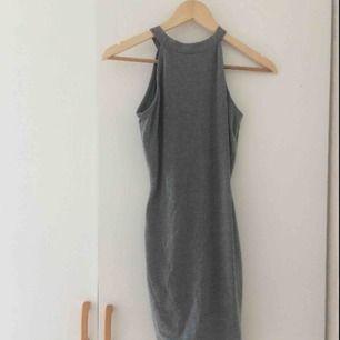 Grå bodycon-klänning Frakt 36kr