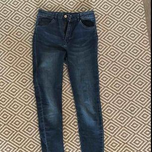 Blåa jeans från Hm i storlek 38. Priset ingår i priset
