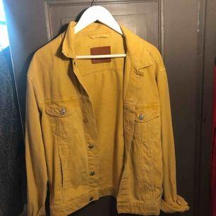 Oversized gul jeansjacka från Zara (2018) nästintill oanvänd