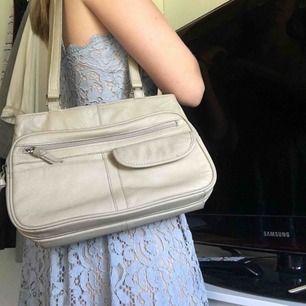 Jättefin väska köpt på second hand i äkta läder🌼