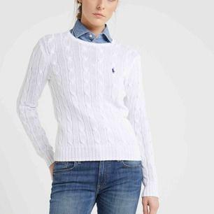 En kabelstickad tröja från Ralph Lauren i storlek S. Riktigt bra pris då jag köpte den för 1200kr!!