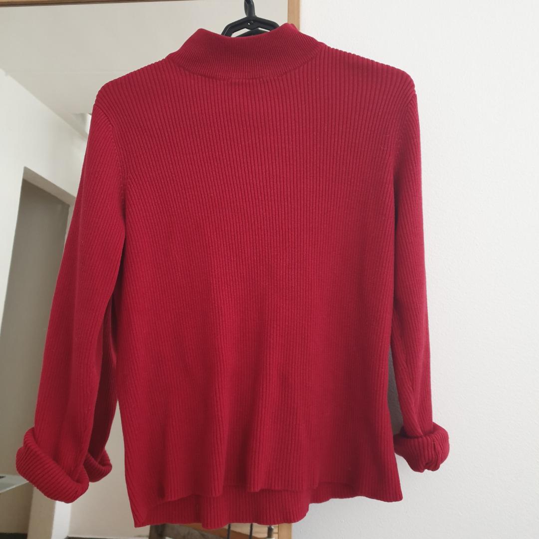 Fin röd stickade vibtage tröja. Köpt på beyond retro. Storlek M men passar även s. Kan skickas annars Finns i Malmö!. Tröjor & Koftor.