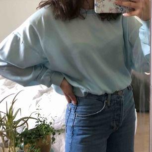 Säljer en blus/tröja från BikBok då den sällan kommer till användning tyvärr. Betalning sker via swish och frakt tillkommer!💕💕