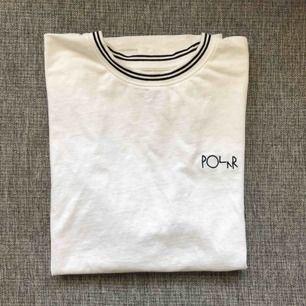 Cool t-shirt från polar skate co som aldrig kommit till användning. Oversized i storleken. Skriv för fler bilder