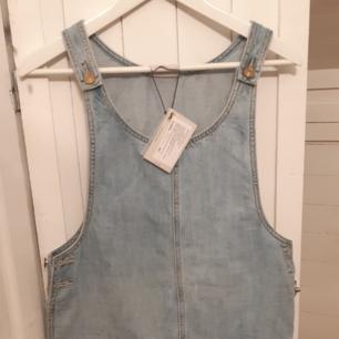 Helt ny jeansklänning i storlek medium, endast provad!