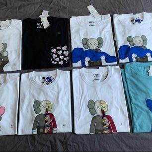 Uniqlo x kaws t-shirt, slutsåld i butik och online. 300kr per styck, Finns att hämta i Odenplan Stockholm. Kan skicka med spårbar(63kr).