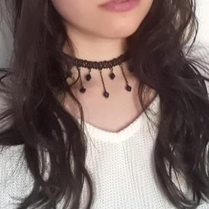 ☆Choker/halsband☆ Riktig 90's stil med svarta pärlor♡ Frakt: 9:-