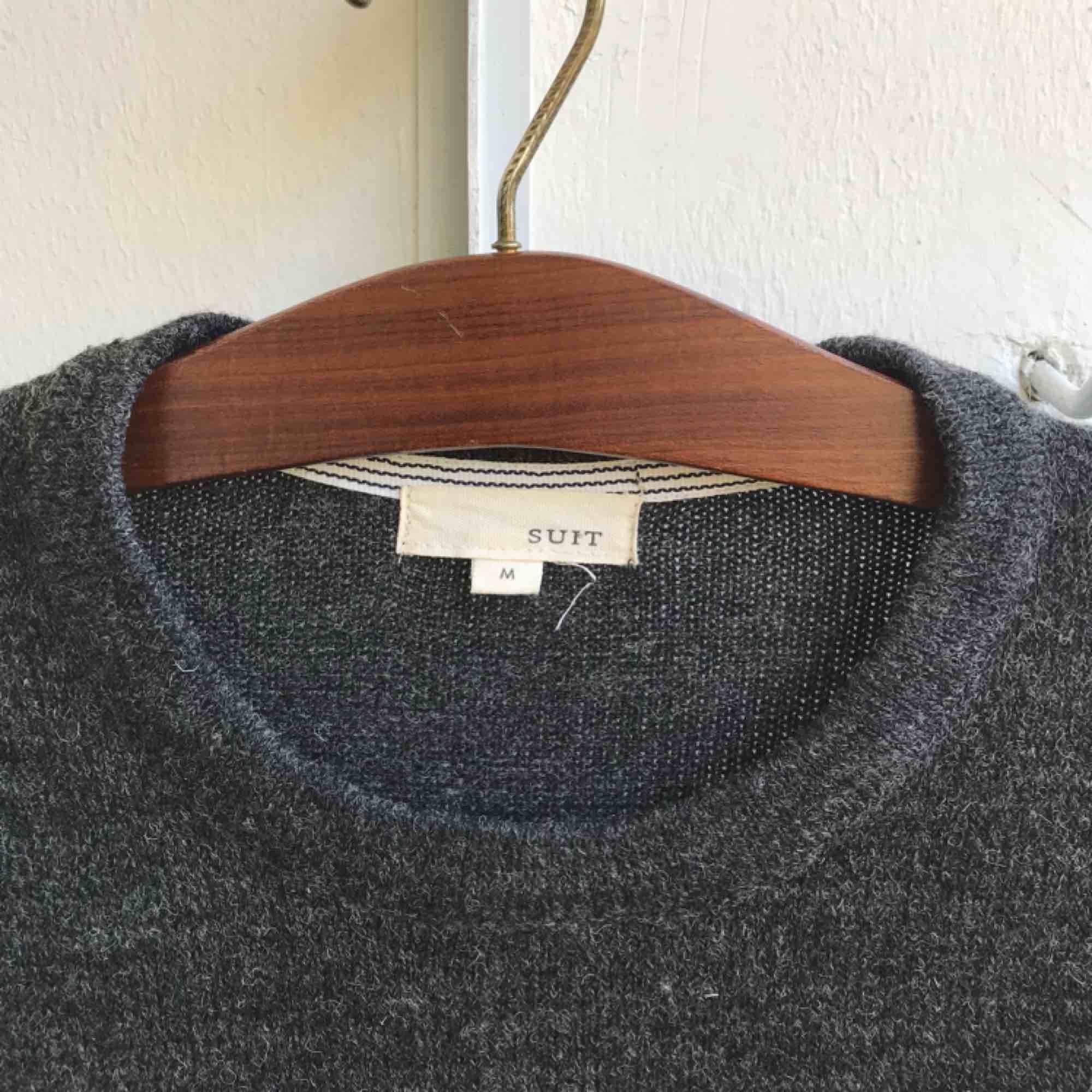 Tröja köpt på Island. Knappt använd. Mörkblå/grå.. Tröjor & Koftor.