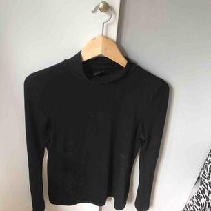 Jättefin basic polotröja från Gina tricot. Köparen står för frakt eller så möts vi upp i Gävle:)