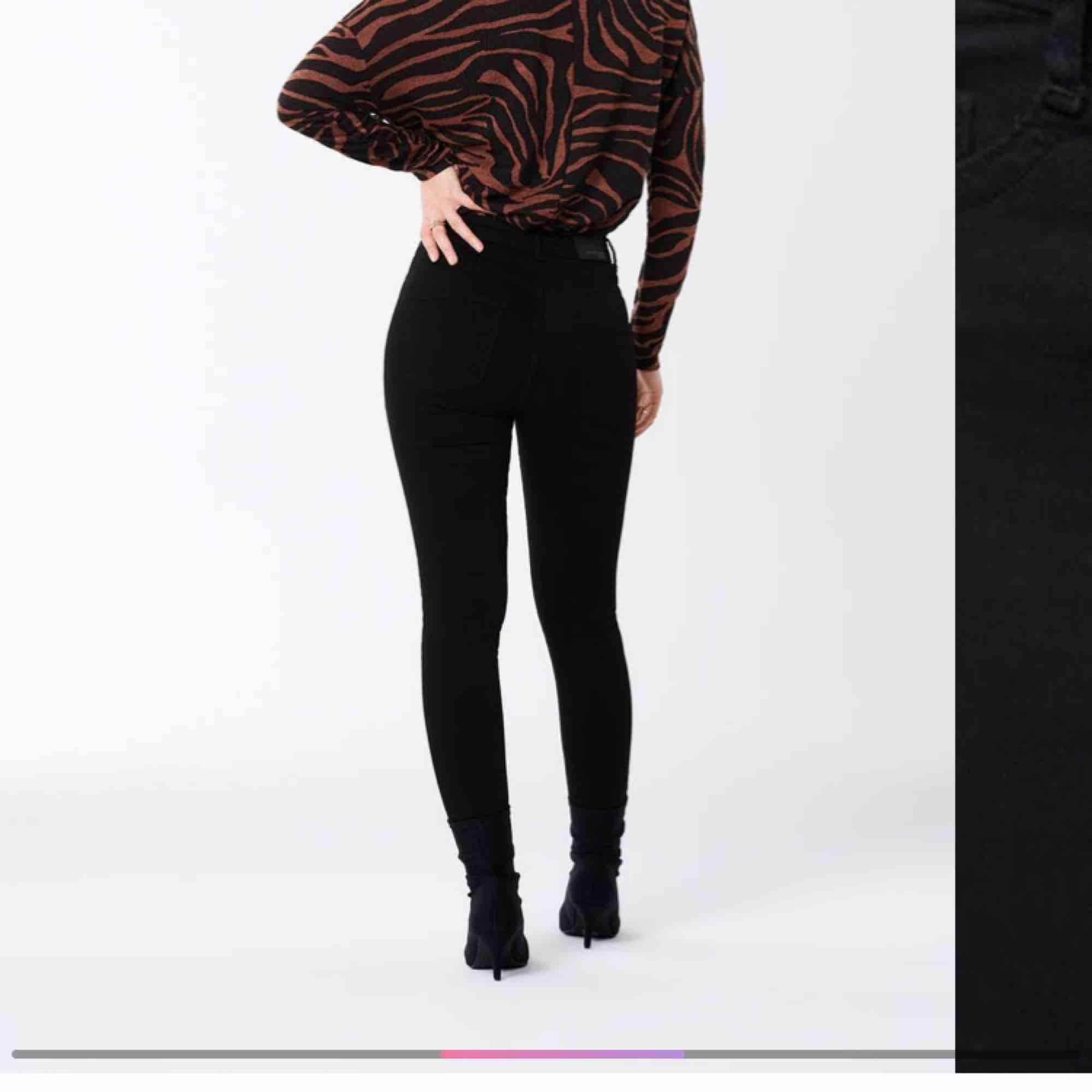 Molly highwaist jeans från Gina tricot. Väldigt stretchigaoch sköna. 36kr frakt. Jeans & Byxor.