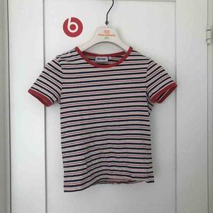 fin randig tröja från weekday, köpt i danmark. säljer då den tyvärr har blivit för liten för mig, toppskick!! storlek xs men passar också s!