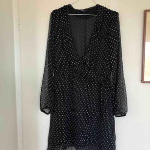 Prickig klänning från Brave Soul London. Köpt här på Plick men säljes då den inte passar mig. Kan mötas upp i Stockholm eller posta (frakt tillkommer).