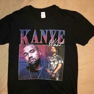 En T-shirt i bra skick köpt i USA för ca 250kr. Använd ett fåtal gånger.