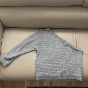 One shoulder tröja som jag klippt själv alltså inte 100% perfekt men väldigt fin!