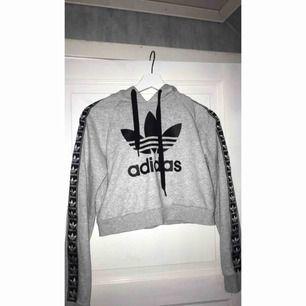 Adidas hoodie, Kontakta för mer bilder eller info, Betalning via swish :)