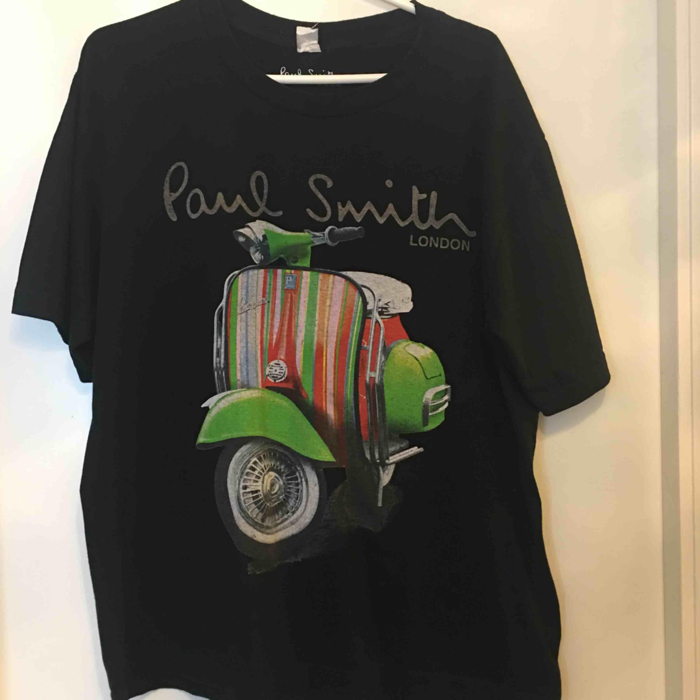 Paul smith tee i strl XL men passsar som L. T-shirts.