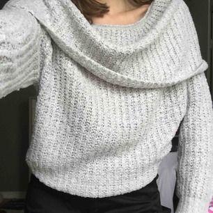 Mysig stickad tröja från Gina tricot. Frakt ingår ej i priset