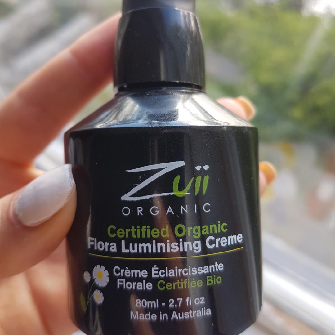 Säljer en luminizing creme från märket zuii organic! Har aldrig använt denna, och den köptes ganska nyligen för 240kr från märkets egna hemsida.🌻 Den innehåller enbart naturliga ingredienser. Säljer den för att den ej kommit till användning för mig.😊 funkar som Highlighter och bronzer i ett. Kan gå ner i pris!👍🏻. Övrigt.