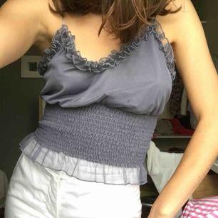 Lila linne från Gina tricot i mycket bra skick. Frakt ingår ej i priset