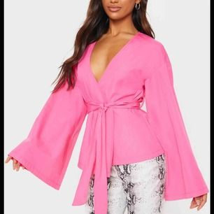 Rosa tröja från prettylittlething. Aldrig använt och passar XS och S!