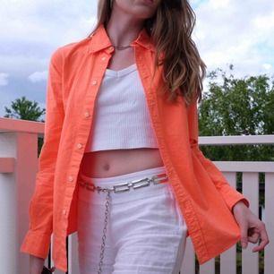 Så snygg neon orange Ralph Lauren skjorta, använd nån gång så ser helt ny ut. Funkar på mig som varierar mellan XS och S.