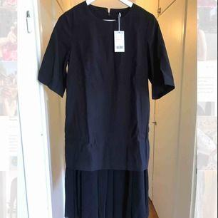 NEW COS dress Size 36, dark blue, has pockets