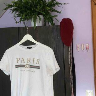 t-shirt från new yorker, gucci-inspirerat tryck