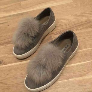 Grey Bryanne Sneakers från Steve Madden i storlek 37. Inköpspris 1000kr, köpta på Jackie. Är sparsamt använda.