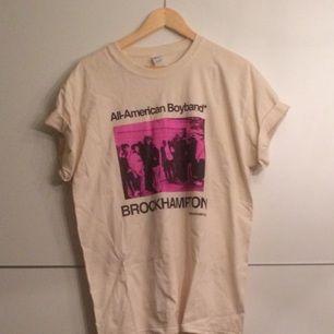 Brockhampton tshirt, säljer pga för stor, aldrig använd. Pris exklusive frakt