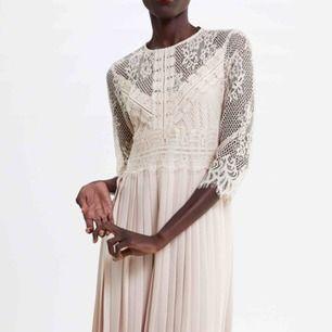 Ny klänning från Zara , storlek medium 💘 Frakt tillkommer Nypris 549:-