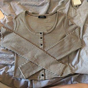 Super skön långärmad tröja från bershka. Helt oanvänd. Pris kan diskuteras vid snabbaffär