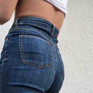 Jeans från Monki som inte kommer till användning längre.