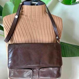 Superfin och rymlig vintageväska! Köparen står för frakt💕