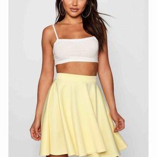 Säljer denna kjol då jag aldrig använt den💛därav billig & lappen sitter kvar. Säljer en likadan i svart