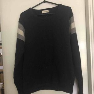 Stickad tröja från universal works