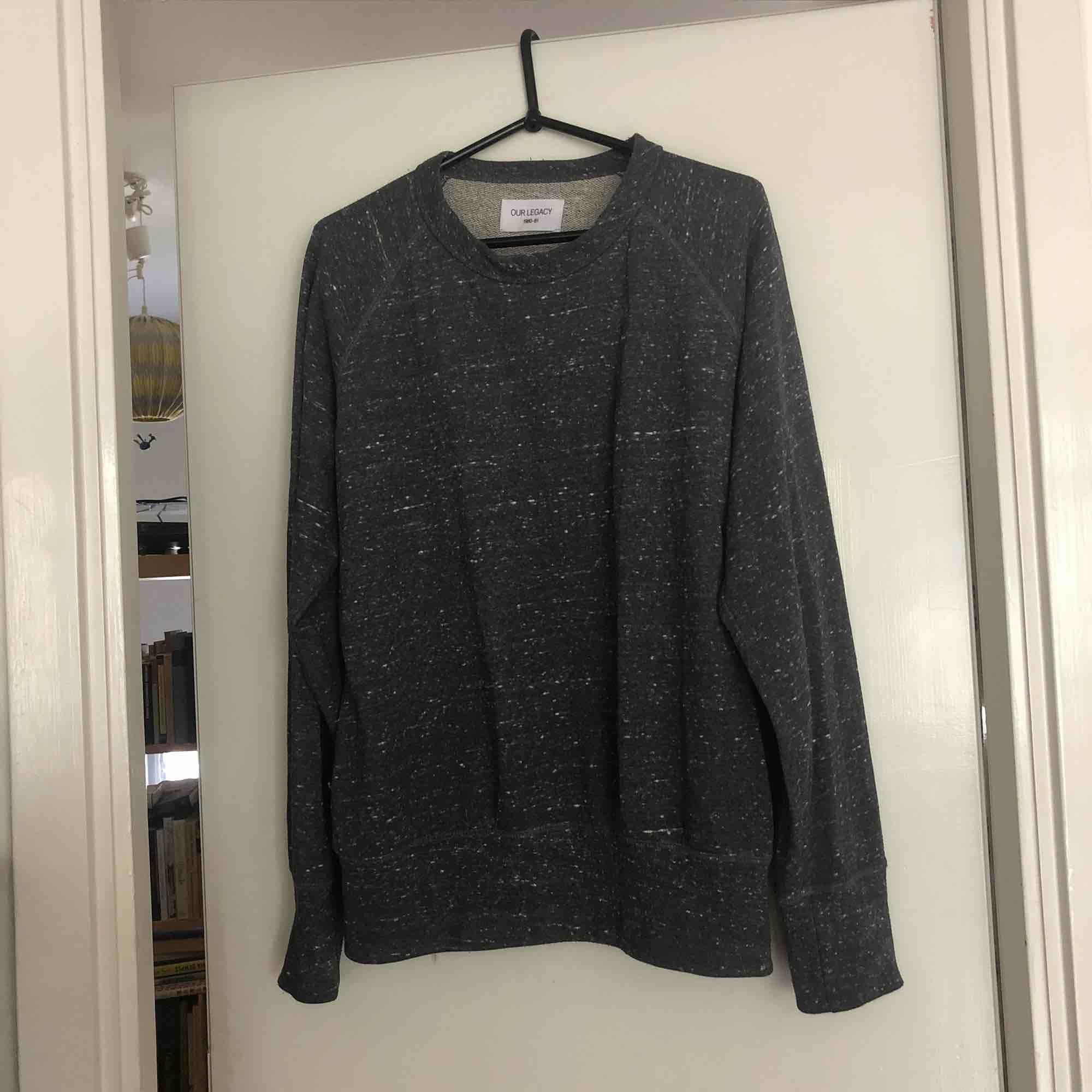 Sweatshirt från our legacy i fint skick!. Huvtröjor & Träningströjor.