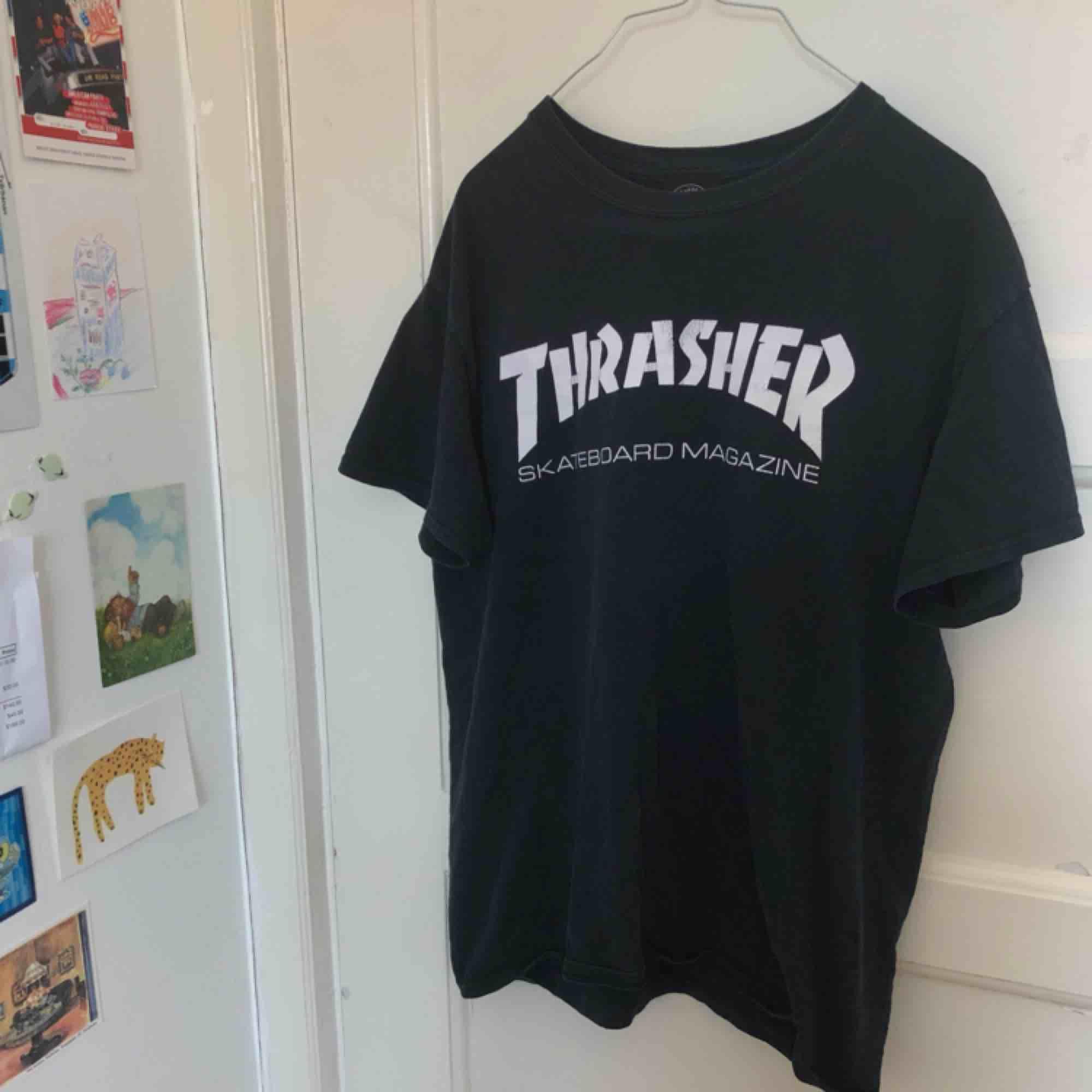 Vintage/retro t-shirt från Thrasher! Inköpt second hand på Beyond Retro. Storlek M ❤️💙. T-shirts.