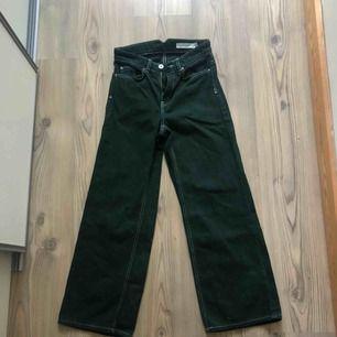 Carin Wester jeans köpta här på Plick, aldrig använda eftersom de inte passade tyvärr. Sååå fina! Gratis frakt🌸