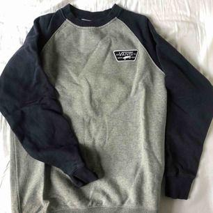Grå och mörkblå oversized sweatshirt från vans