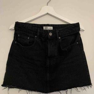 Jättefin svart kjol från zara. Använd max 3 gånger! Köparen står för frakten.