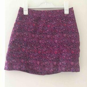 Sååå fin vintage kjol från H&M som tyvärr är för liten för mig:(( frakt 27kr