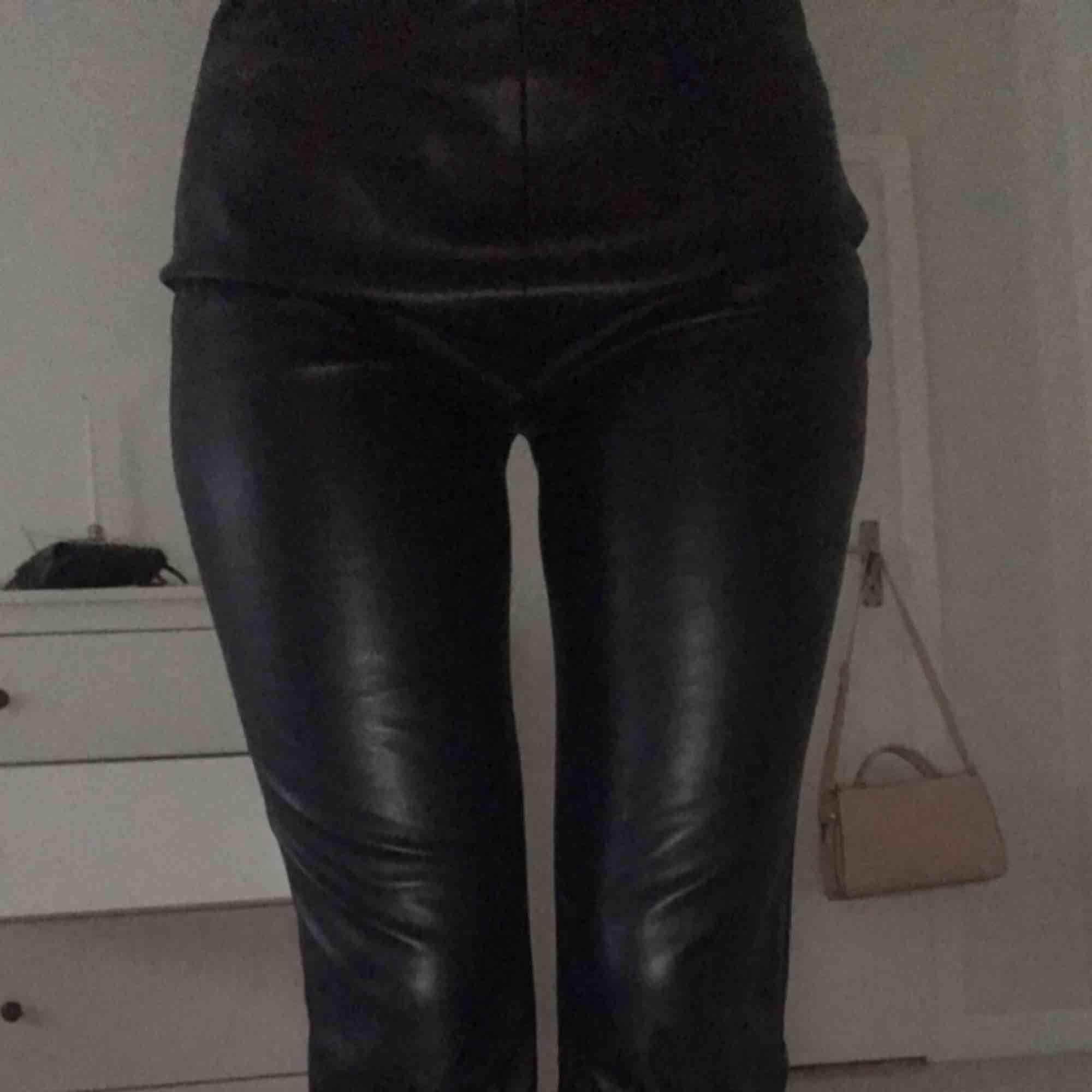 Nyskick knappt använda. Säljs pga för stora Från NAKD  Köparen betalar frakt . Jeans & Byxor.