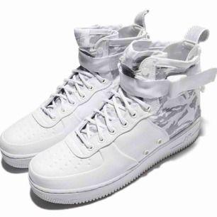 Nike SF Air Force 1 Mid Winter Camo AA1129-100 Storlek: EUR40 US7 Condition: 7.5/10 Fast pris: 500 SEK