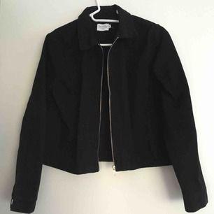 Croppad svart jeansjacka, endast provad✨ frakt tillkommer
