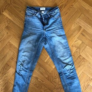 Tajta jeans från Monki. Strl 26. Inget att anmärka på. Nypris 500 kr. Priset är inklusive porto.